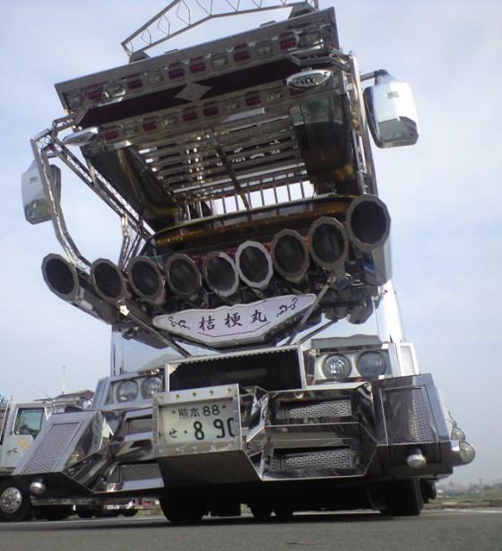 Chrome-Dekotora-Truck-e1288758979652