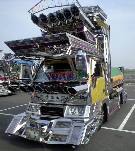 Dekotora-Art-Truck-e1288758283496