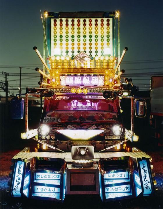 Japanese-Dekotora-Art-Truck-e1288758390374